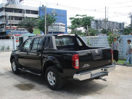 pics of new and used Double Cab Nissan Navara from Thailand's, Singapore's, Dubai's and UK's top new and used Nissan Navara Single, Extra and Double Cab dealer and exporter Soni Motors